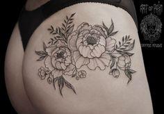 Blackwork tattoo on thigh by Katya Krylova Tattoo Girls, Bum Tattoo Women, Sexy Tattoos For Women, Mom Tattoos, Body Art Tattoos, Sleeve Tattoos, Tattoo Femeninos, Tattoo Photo, Tatoo Floral