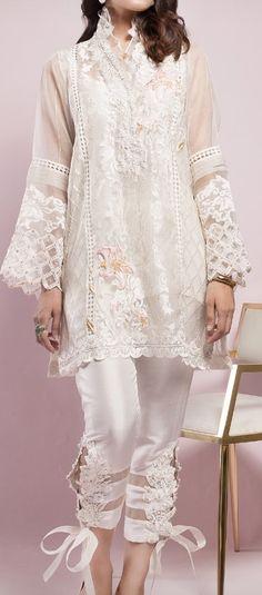 #casualdress #white #embalish Indian Wedding Fashion, Indian Bridal, Indian Fashion, Boho Fashion, Fashion Styles, Bridal Fashion, Trendy Fashion, Pakistani Bridal Lehenga, Pakistani Outfits