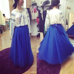 Fusta de tulle, pe clos lunga pe albastru electric. Skirts, Fashion, Moda, Fashion Styles, Skirt, Fashion Illustrations, Gowns, Skirt Outfits