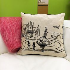 Beautiful woven cushion cover featuring Little My in the pond. Designed in Finland and made in Belgium. Moomin Shop, Moomin Mugs, Moomin Valley, Tove Jansson, Little My, Exterior Design, Kids Playing, Aurora, Pillow Covers