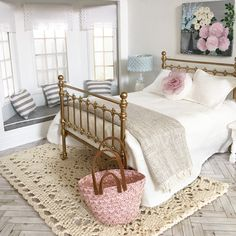 I've now listed my new single beds. swipe to see some more pics and also a new crocheted floor rug. The ivory knitted bed cover is also available along with many other things in this bedroom 😁💕 Miniature Dollhouse Furniture, Miniature Rooms, Dollhouse Miniatures, Dollhouse Dolls, Girl House, Barbie Furniture, Barbie House, White Bedroom, Bed Covers