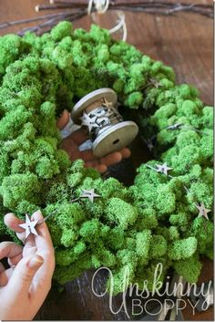 How to make a DIY Reindeer Moss Wreath for the Holidays!  LOVE this! This is a perfect Christmas gift!