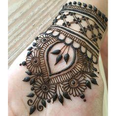 Stunning Henna Design For You Palm Henna Designs, Mehndi Designs For Fingers, Unique Mehndi Designs, Simple Mehndi Designs, Henna Tattoo Designs, Henna Designs Wrist, Mehandi Designs, Wrist Henna, Henna Body Art
