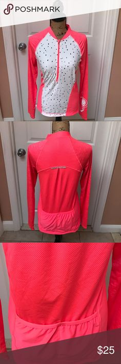 Women's workout jacket Long sleeve women's workout jacket in neon with two pockets in the back zipper in the front great for the gym or running mondetta Tops