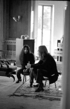 Yoko Ono and John Lennon. Beautiful Love Stories, Beautiful Person, Beautiful People, John Lennon Yoko Ono, Jhon Lennon, Famous Couples, The Fab Four, Abbey Road, Saddest Songs