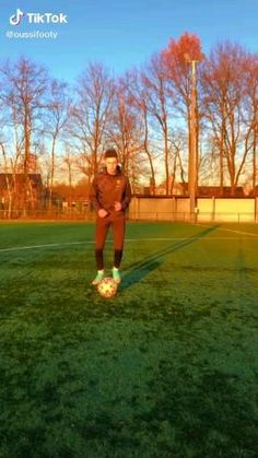 Soccer Footwork Drills, Soccer Practice Drills, Football Coaching Drills, Soccer Training Drills, Best Football Skills, Football Tricks, Goals Football, Football Workouts, Soccer Fans