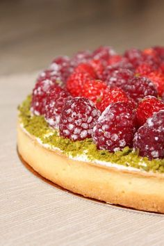 Here is the recipe for my pistachio red fruit pie with vanilla mascarpone cream. It's the opportunity to enjoy the latest fruits of the summer :] by softhebaud No Cook Desserts, No Cook Meals, Dessert Recipes, Fruit Dessert, French Sweets, Good Food, Yummy Food, Fruit Tart, Red Fruit