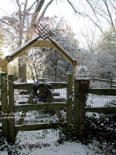 tool arbor gate http://ourfairfieldhomeandgarden.com/january-winter-garden/