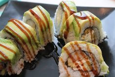 Learn how to make a Shrimp Tempura Sushi Roll with Avocado on Top. This American sushi recipes with shrimp tempura are many. This is a great roll to impress guests! Tempura Sushi Roll Recipe, Shrimp Tempura Sushi, Sushi Roll Recipes, Sushi Love, My Sushi, Sushi Chef, West Palm Beach, Sushi At Home, Shrimp Rolls