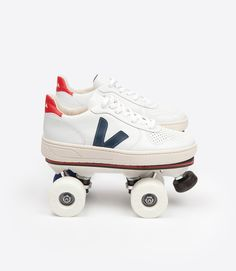 Veja V10 sneaker in organic cotton, low chrome leather and roller
