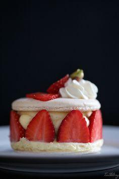 Des mini macarons façon fraisier