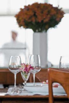 Os copos de vinho também foram alugados na Ritz Festas.