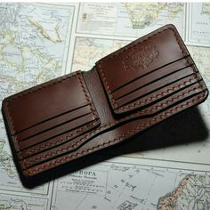 Traditional bifold – Ayesha Waheed – Join the world of pin Leather Wallet Pattern, Handmade Leather Wallet, Leather Gifts, Leather Craft, Leather Men, Bags Travel, Wallet With Coin Pocket, Passport Wallet, Leather Projects
