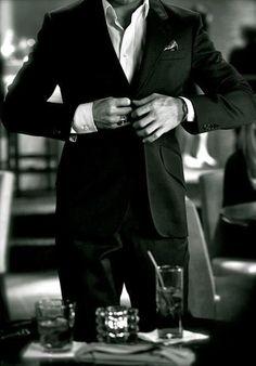 Gentlemen, when you stand... Button up.