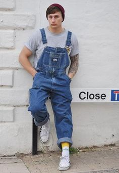i wanna get overalls 80s Fashion Men, Foto Fashion, Thrift Fashion, Fashion Tips, Men's Dungarees, Dungarees Outfits, Overalls, Moda Indie, Estilo Hip Hop