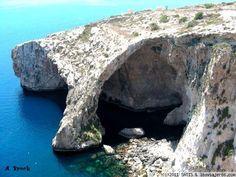 Blue Grotto (Zurrieq) Increible su agua azul...