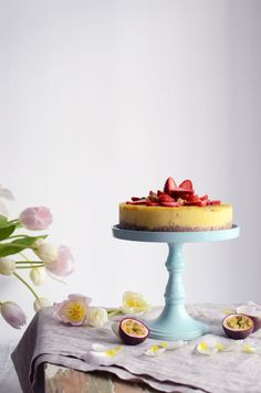 A Raw Mango Passion Fruit Cake is the ultimate feel-good spring treat. The recipe is nut-free, vegan and oh so fresh! Summer Cake Recipes, Summer Cakes, Raw Food Recipes, Sweet Recipes, Dessert Recipes, Raw Cake, Vegan Cake, Passion Fruit Cake, Gluten Free Deserts