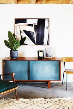 How to Create a Cool Downtown Vibe in Any Space via @MyDomaine  PHOTO CHAIR UNIT PLANT AREA RUG