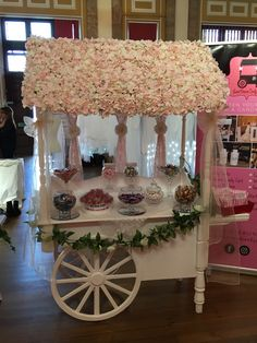 My lovely flower roof cart Baby Shower Center, Deco Baby Shower, Wedding Candy, Wedding Desserts, Wedding Sweet Cart, Personalised Sweet Bags, Sweet Carts, Coffee Bar Home, Candy Cart