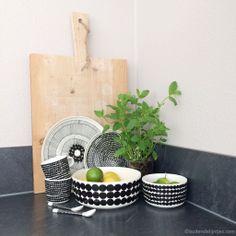 wood, black and herbs. Kitchen Items, Kitchen Decor, Kitchen Design, Marimekko, Decoration, Interior Inspiration, Home Kitchens, Interior And Exterior, Home Accessories