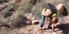 Arqueólogo durante una Prospeccion Arqueologica