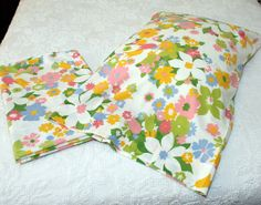 1970's Mod Flower Power Sheet and by LovelyLinensandMore on Etsy, $17.00