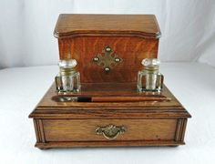 An ARTS & CRAFTS OAK LETTERBOX and INK STAND, w. WELLS & PEN, c. 1890-1910