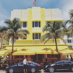 #oceandrive #leslie #southbeach #miami #florida #artdeco #architecture #archidaily #archilovers #roadtripusa #outdoorsUSA #tasteUSA #visittheusa #travelusa #travelamerica #francaisauxusa #wanderlust #worlderlust #travel #travelblog #traveladdict #iphoneonly #picoftheday #instagood #instalike | Photo de @mister.steph.paris