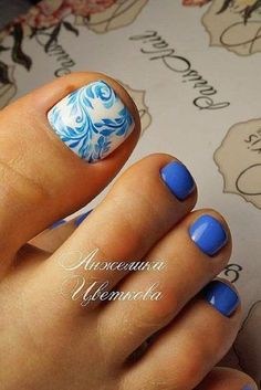 swirly blue toe nail design