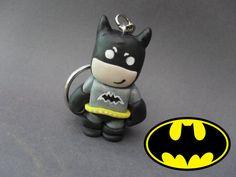 He encontrado este interesante anuncio de Etsy en https://www.etsy.com/es/listing/186507949/batman-polymer-clay-charm-keyring
