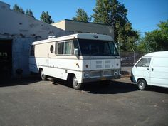 Did you know that Dodge used to make motorhomes? Check out this 1973 Dodge Superior motorhome. It's in fabulous condition.
