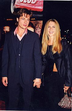 Pin for Later: Flashback to When These Famous Couples Went Public For the First Time Jennifer Aniston and Brad Pitt in 1999