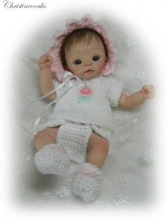 Look at this really cute little baby doll...it is made out of Polymer Clay.  Isn't she just so cute?