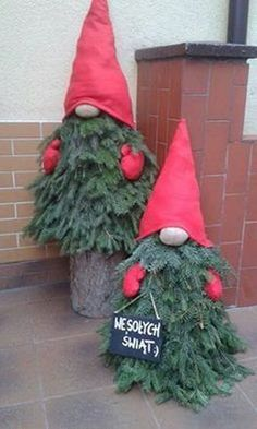 New outdoor Christmas decoration # Christmas decoration - Christmas Decor DIY Porch Christmas Tree, Christmas Gnome, Rustic Christmas, Christmas Projects, Winter Christmas, Simple Christmas, Outdoor Christmas Trees, Christmas Decorations For Outside, Christmas Quotes