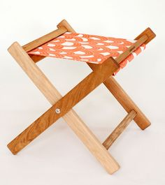 Love these folding stools for summer entertaining--so many great fabrics!
