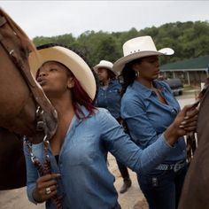 [Pics] Cowgirls of Color: Stunning Images of One of the Country's Only All-Black-Woman Rodeo Teams (Black Girl with Long Hair) Black Cowgirl, Black Cowboys, Cowboy And Cowgirl, Real Cowboys, Sexy Cowgirl, Cowboy Art, Black Girl Magic, Black Girls, All Black