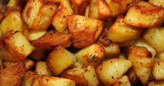 Csak ámulunk azon, milyen tökéletesen néz ki az a fűszeres tepsis krumpli, amit egy egyetemista fiú készített el egyik videójában. Sunday Roast Potatoes, Perfect Roast Potatoes, Crispy Roast Potatoes, Potatoes In Oven, Baked Potatoes, Roasted Potato Recipes, Roast Dinner, Perfect Food, Tortilla Chips
