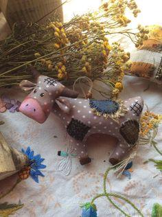Cow Craft, Felt Animals, Paper Mache, Dolls, Creative, Crafts, Scrappy Quilts, Ideas, Cows