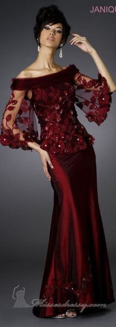 Evening gown, couture, evening dresses, formal and elegant Janique couture ~ Elegant Dresses, Pretty Dresses, Vintage Dresses, Formal Dresses, Bride Dresses, Club Dresses, Beautiful Gowns, Beautiful Outfits, Groom Dress
