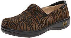 Alegria New Women's Keli Clog Pro Roar 37 White Nursing Shoes, Dansko Nursing Shoes, Best Nursing Shoes, Nursing Shoes Comfortable, Best Golf Shoes, Slip Resistant Shoes, Winter Fashion Boots, Waterproof Shoes, New Shoes