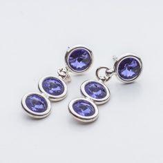Swarovski Rivoli Earrings 6/6/6mm Tanzanite  Dimensions: length: 3,2cm stone size: 6mm Weight ( silver) ~ 3,30g ( 1 pair ) Weight ( silver + stones) ~ 3,95g Metal : sterling silver ( AG-925) Stones: Swarovski Elements 1122 SS29 ( 6mm ) Colour: Tanzanite 1 package = 1 pair  Price 9 EUR Sterling Silver Earrings Studs, Diamond Earrings, Silver Jewelry, Stud Earrings, Swarovski, Crystals, Metal, Stones, Colour