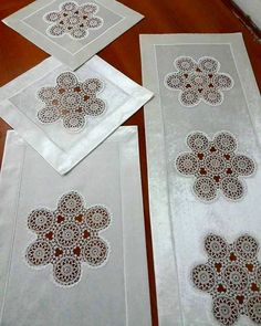 This Pin was discovered by Neş Crochet Motifs, Crochet Doilies, Diy And Crafts, Arts And Crafts, Crochet Cushions, Tatting Lace, Wedding Napkins, Cutwork, Decorative Boxes