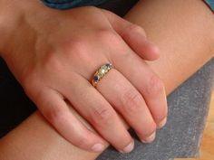 Antieke ring met saffieren ad hand