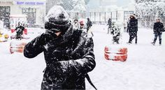 Winter Snow Cold Temperature Weather Lifestyles Real People Leisure Activity Day Outdoors Fun Snowing Photo Photography Photooftheday Photoshoot Street Streetphoto_color Streetphotography Street Photography