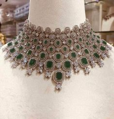 Bridal Jewellery Inspiration, Indian Bridal Jewelry Sets, Wedding Jewelry Sets, Wedding Jewellery Collections, Wedding Accessories, Pakistani Bridal Jewelry, Hair Accessories, Fancy Jewellery, Trendy Jewelry