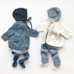 """Polubienia: 585, komentarze: 15 – Marielle (@frmarielle) na Instagramie: """"Disse plaggene er planlagt og strikket i """"hemmelighet"""" av meg og kjempeflinke @strikkehilde85 uten…"""" Baby Boy Knitting, Knitting For Kids, Baby Sweater Patterns, Baby Knitting Patterns, Baby Pullover Muster, Baby Barn, Knitted Baby Clothes, Baby Sewing Projects, Crochet Bebe"""