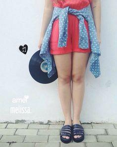 Camisa jeans, amei; Música boa, amei; Melissa, amei.  #lojaamei #Melissa #camisajeans