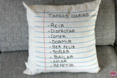 DIY: pads with notes that cushion transmits me good vibrations Cute Pillows, Diy Pillows, Decorative Pillows, Cushions, Diy Tumblr, Clothes Crafts, Cricut Vinyl, Craft Tutorials, Diy And Crafts