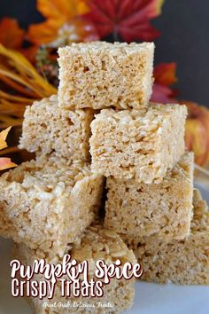 Pumpkin Spice Crispy Treats - Great Grub, Delicious Treats Pumpkin Spice Crispy Treats are super delicious gooey treats made with pumpkin puree and cinnamon added for a delicious fall treat. Easy Cookie Recipes, Best Dessert Recipes, Pumpkin Recipes, Fun Desserts, Delicious Desserts, Snack Recipes, Baking Recipes, Rice Crispy Treats, Krispie Treats