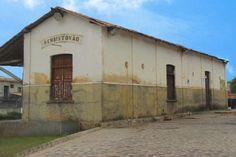 Antiga estação ferroviária de São Cristóvão, estado de Sergipe, Brasil.  Fotografia: http://www.badini.com.br